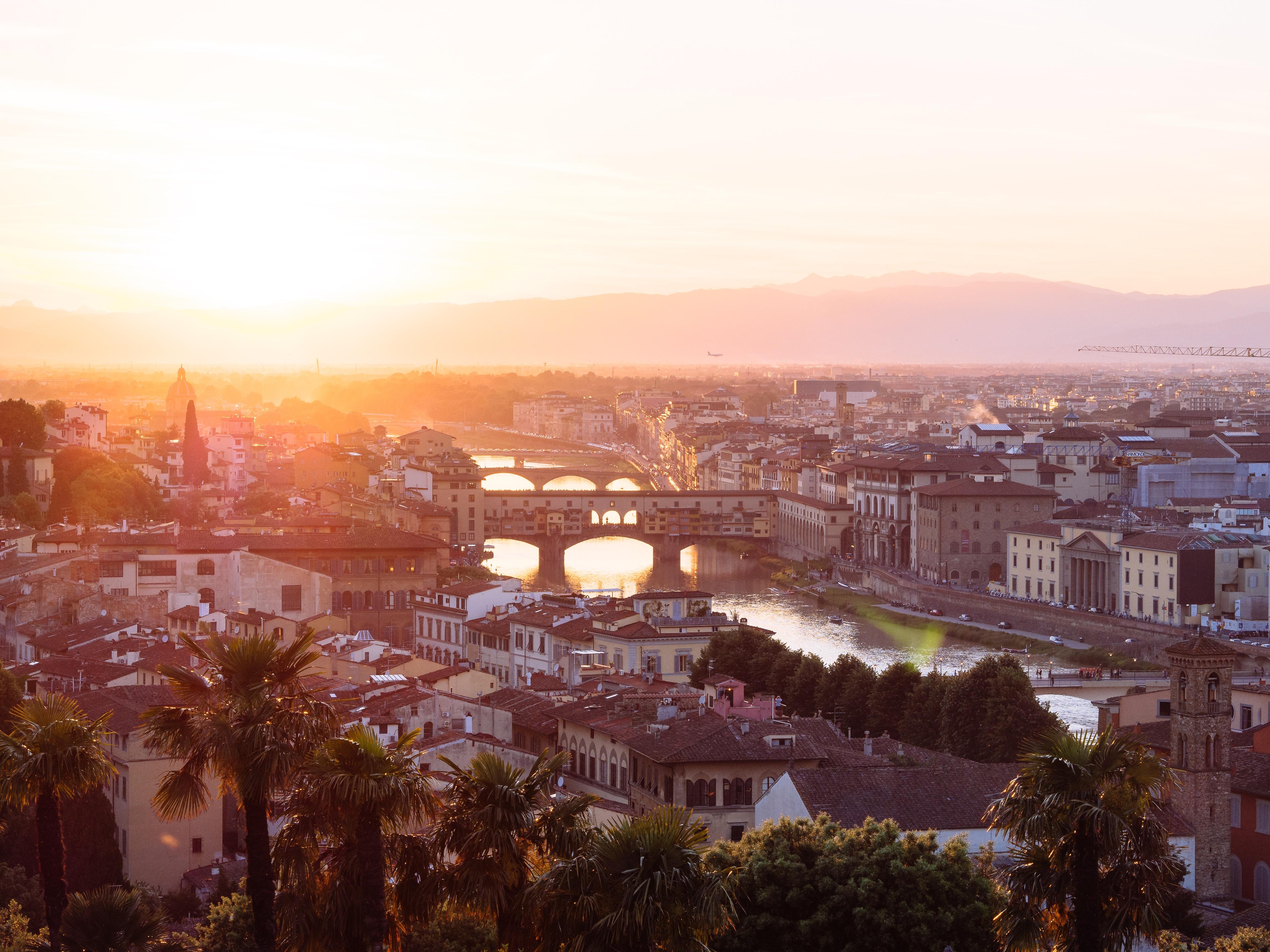 ヴェッキオ橋はイタリアフィレンツェの世界遺産!ヴァザーリの回廊も有名!