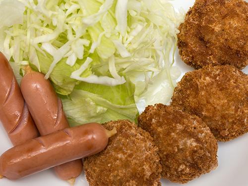 吉祥寺さとう肉屋のメンチカツ!まん丸で絶品!並んでも食べたい!