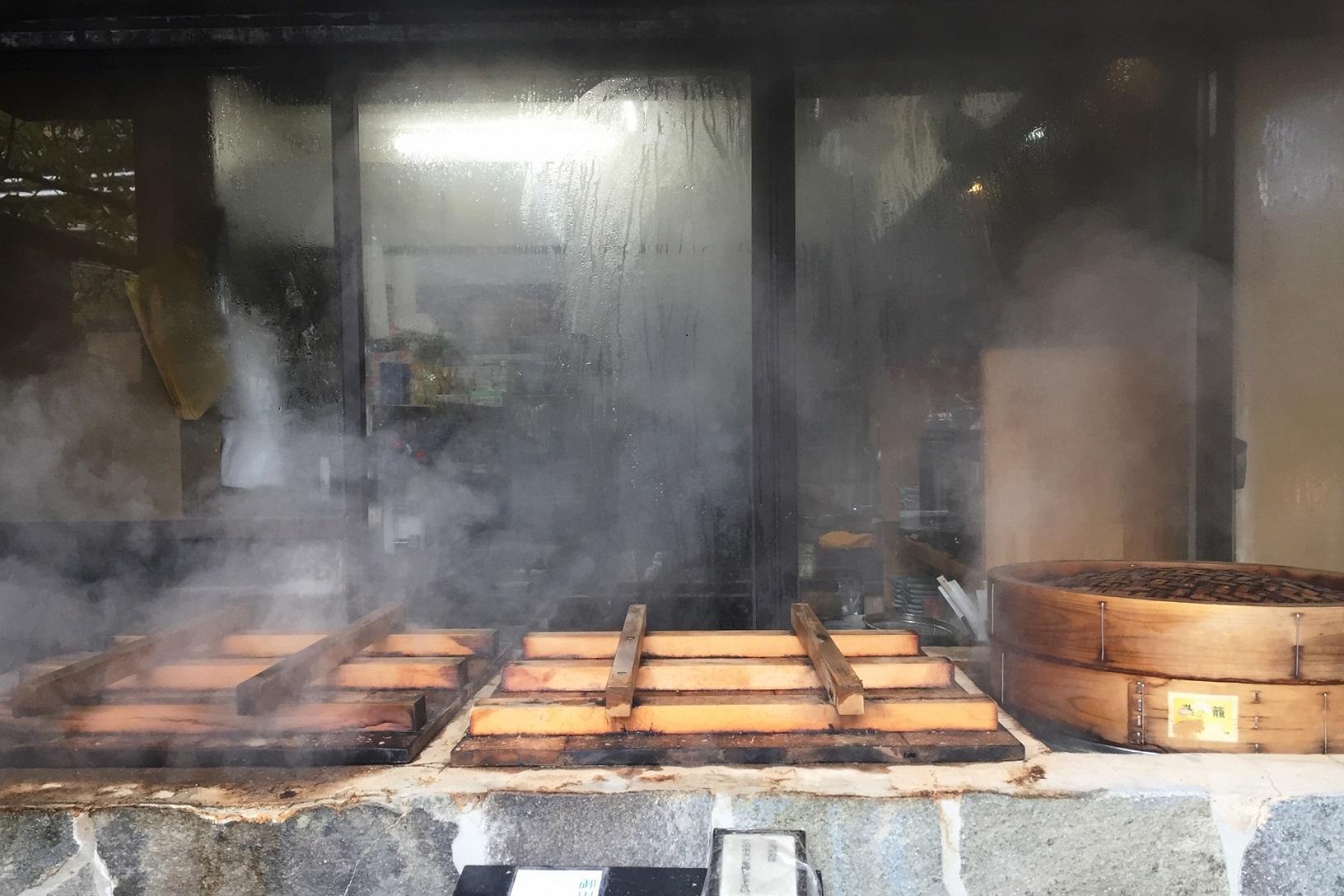 地獄蒸しを別府温泉鉄輪で味わう!ヘルシーでおいしい名物料理!蒸しプリンも絶品