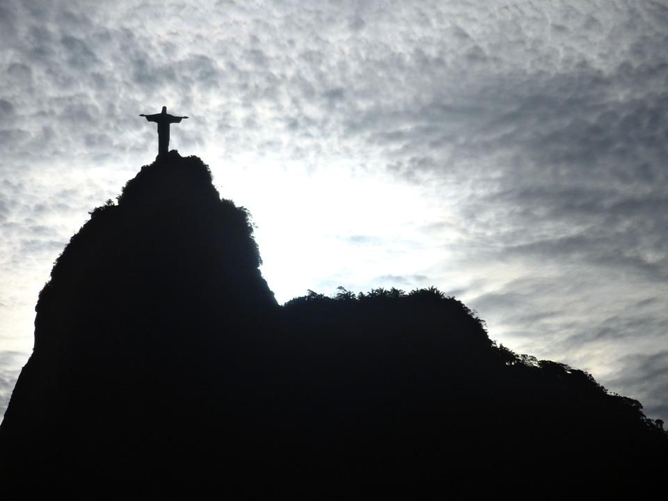 リオデジャネイロ・コルコバードの丘のキリスト像はブラジルのシンボル!