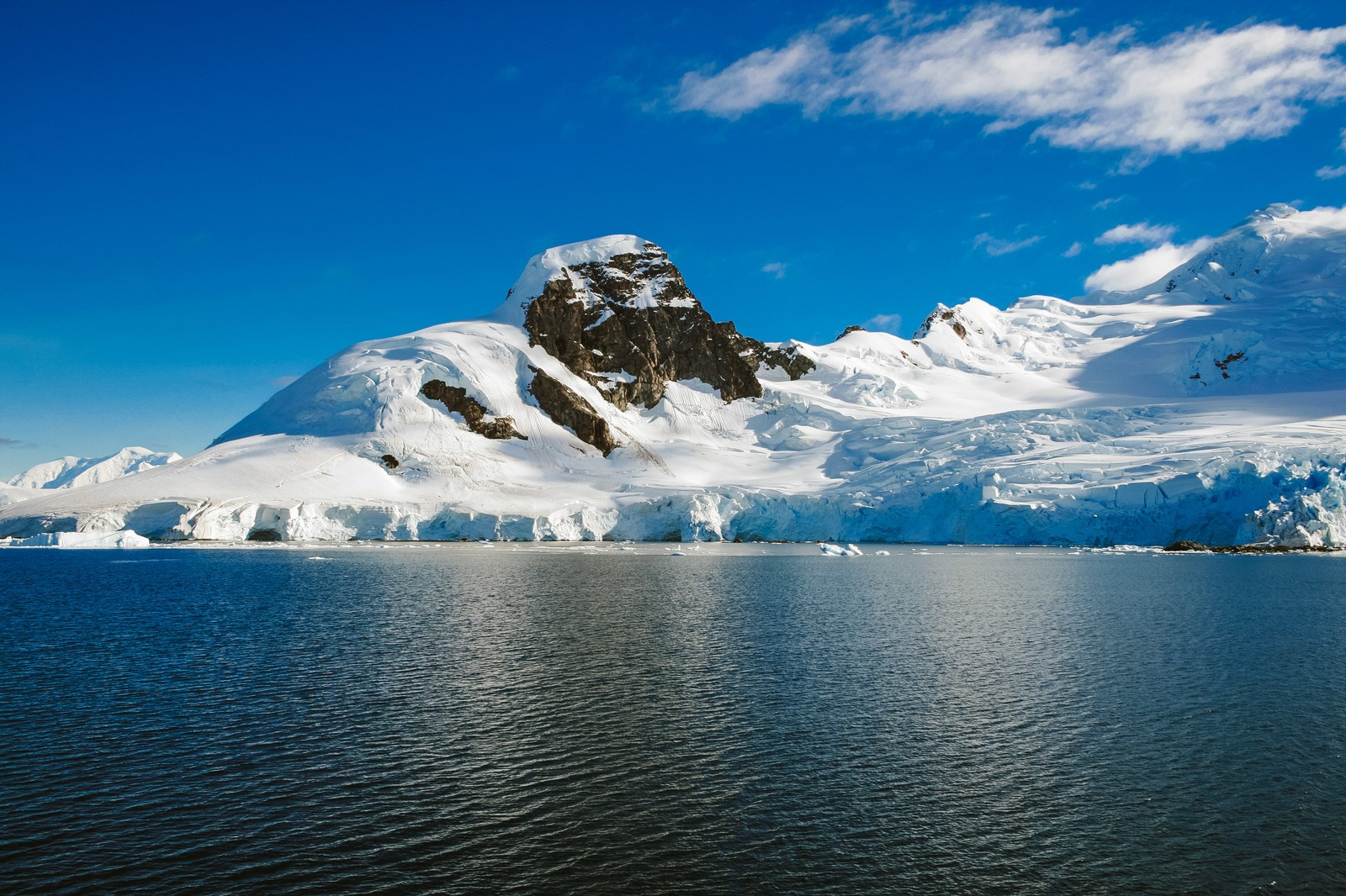 トロルの舌はノルウェーの絶景スポット!行き方やおすすめの時期は?