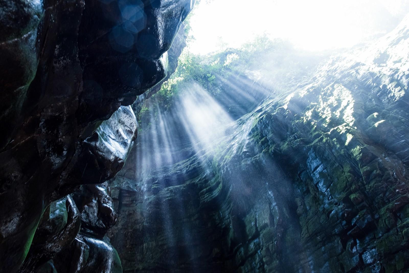 日本三大鍾乳洞に迫る!自然が作り出した造形美は神秘的で観光におすすめ!