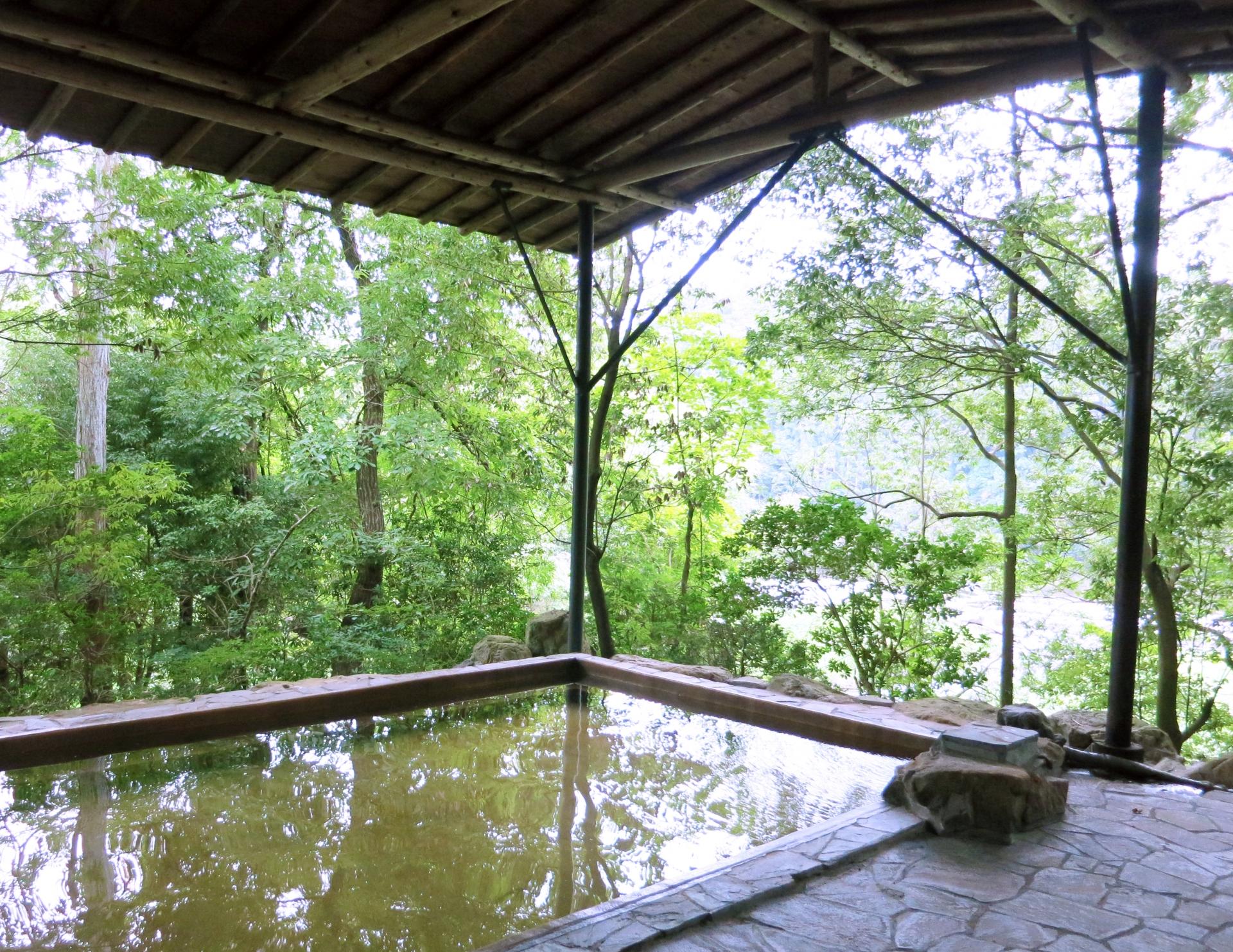 雄琴温泉を日帰りで楽しむ!おすすめの人気湯は?カップル・家族で湯めぐりを