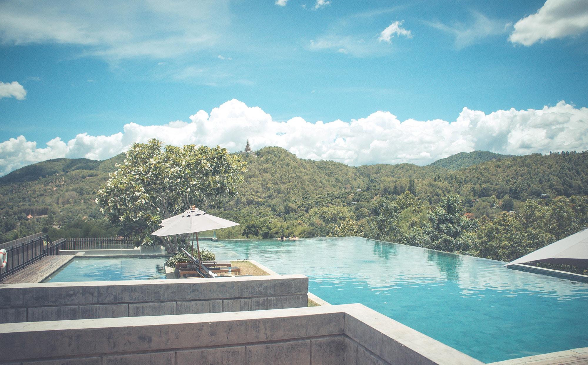 沖縄のプールは夏も冬もOK!屋内や野外&ホテル内などおすすめスポットを厳選!