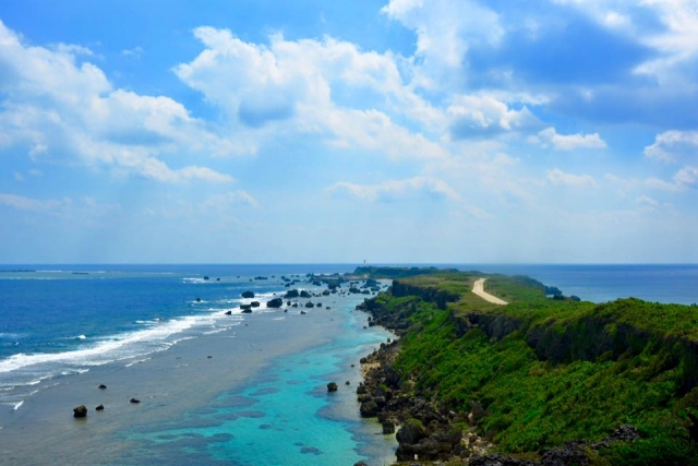 東平安名崎の絶景を望む灯台へ!宮古島の最東端から感動の景色を見よう!