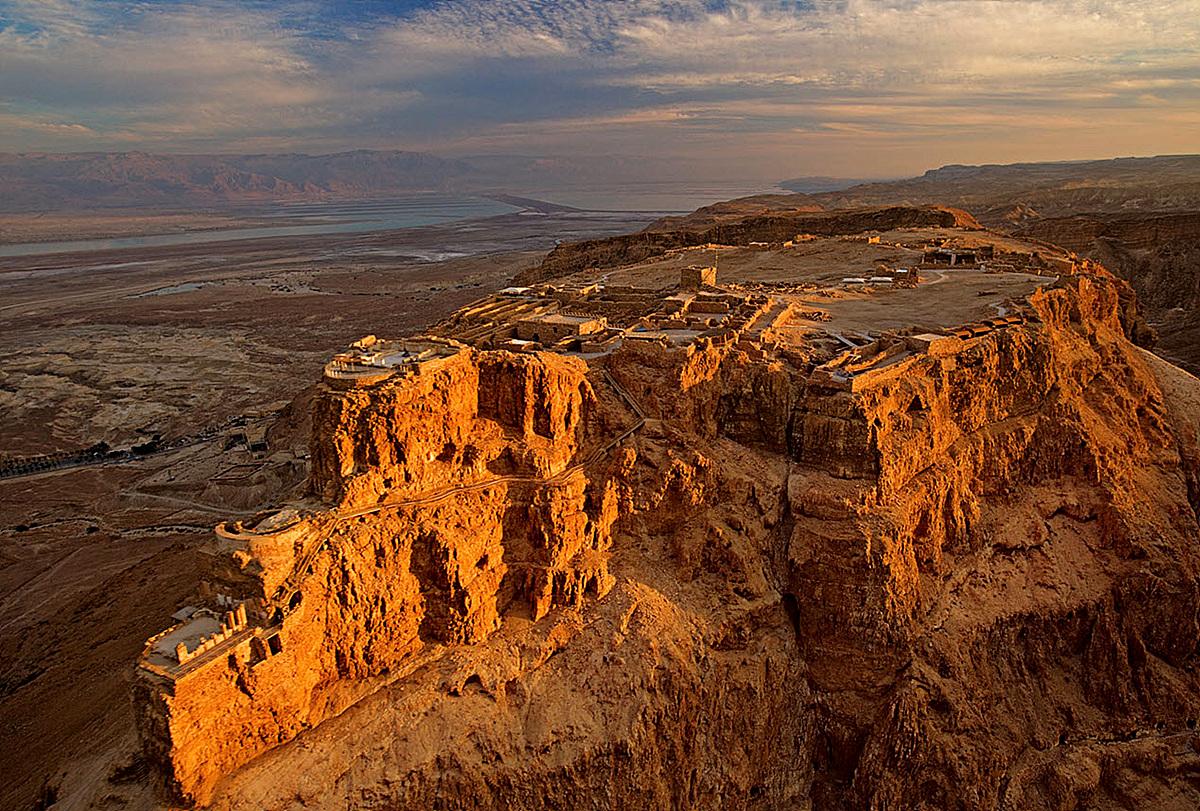 マサダはイスラエルの巨大要塞遺跡!荒涼とした世界に佇む絶景!