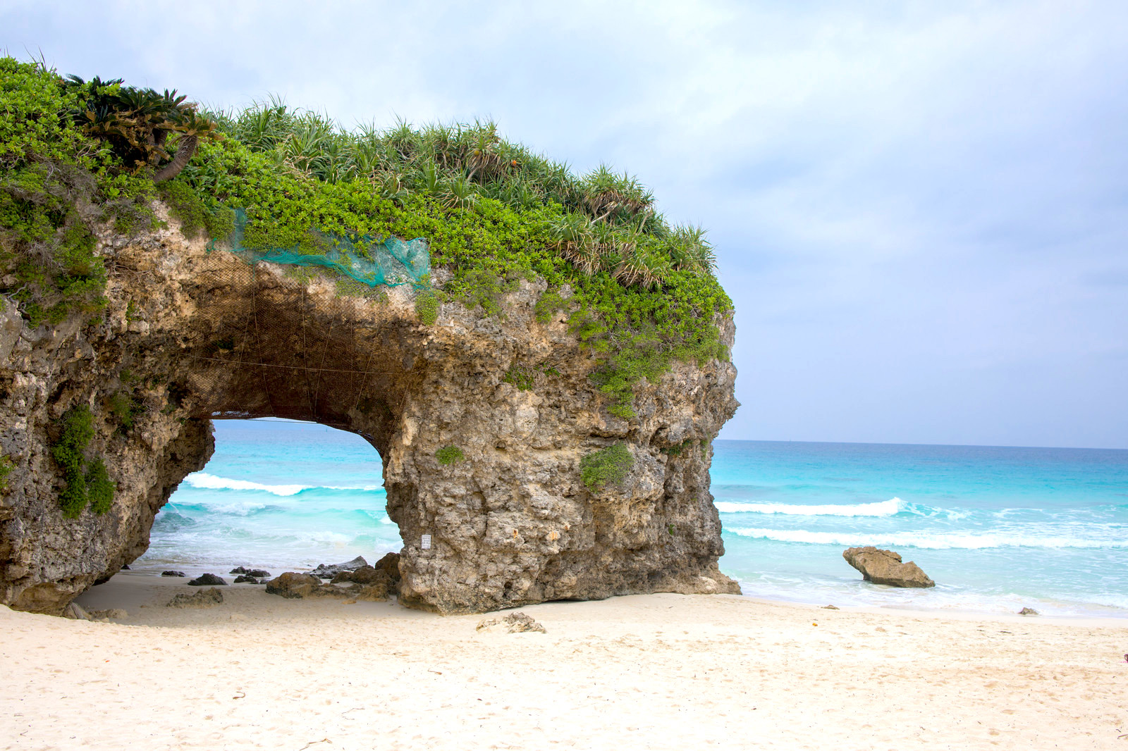 『砂山ビーチ』は宮古島の人気スポット!カフェから眺める夕日も感動的!