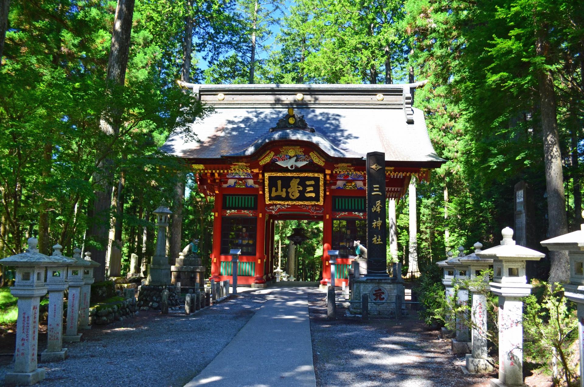 三峯神社のお守り特集!珍しい白いお守りなど種類別に効果を紹介!