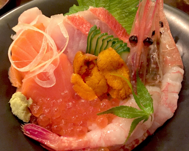 小田原の海鮮丼で舌鼓!ランチが安い人気店やおすすめの店をランキングで紹介!
