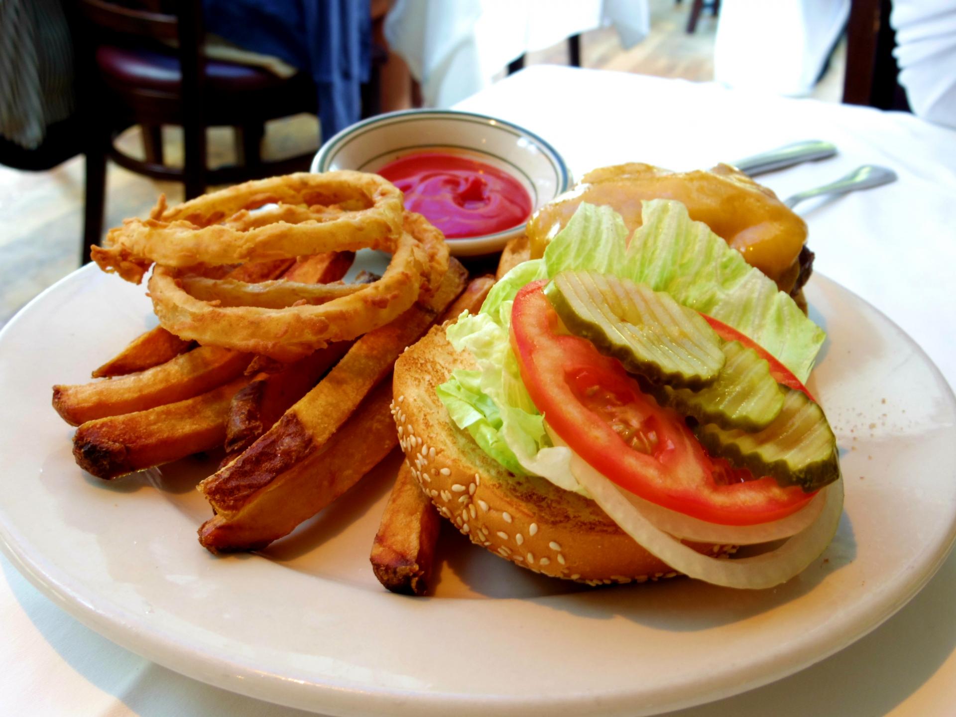 ベーカーバウンス三軒茶屋本店で絶品ハンバーガーを満喫!おすすめメニューは?
