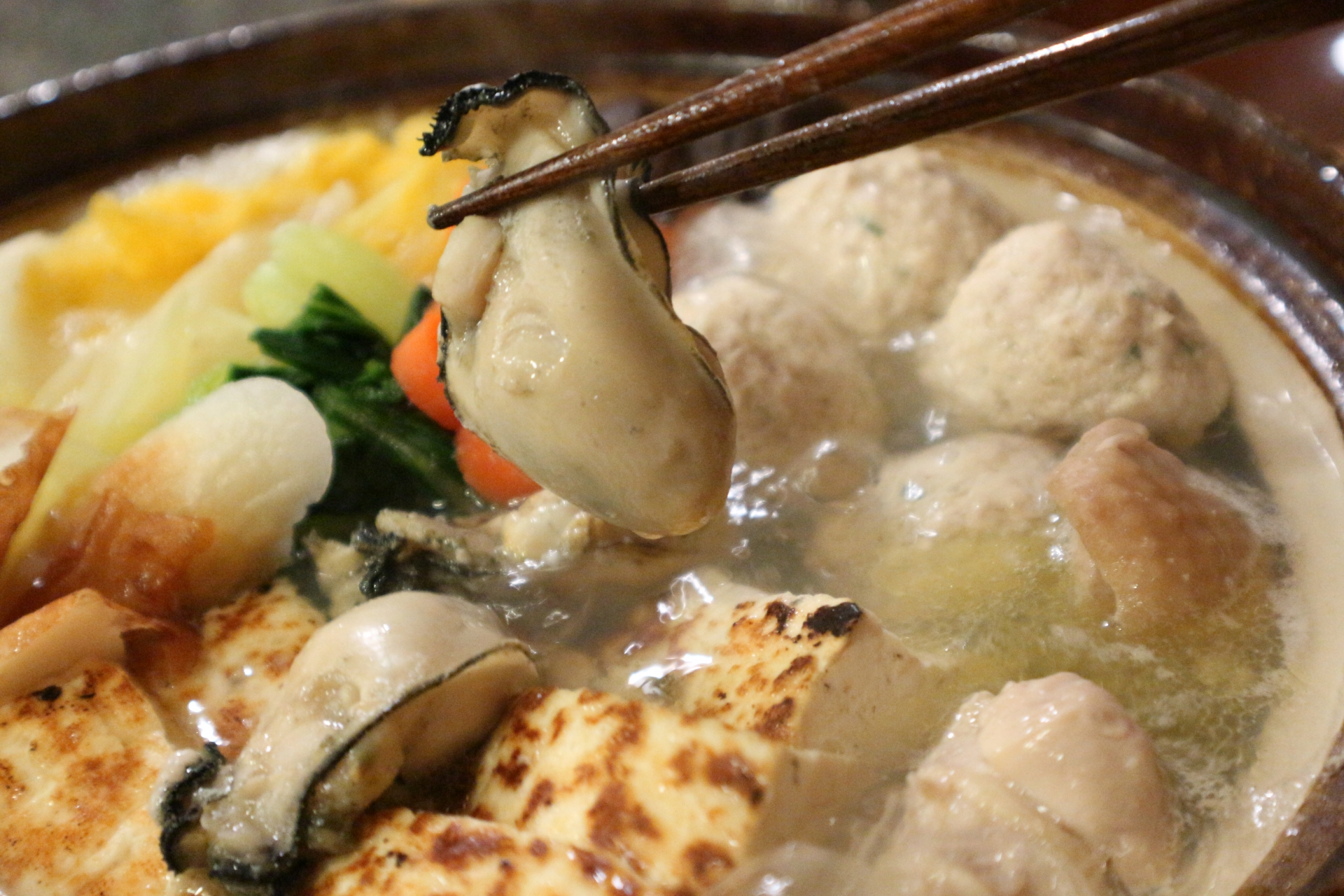 なべや(西成)で鍋を堪能!牛肉・牡蠣を使った人気メニューがおすすめ