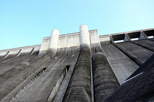大分の白水ダムは美しいと話題の名所!放水や釣りなど観光の見どころ沢山!