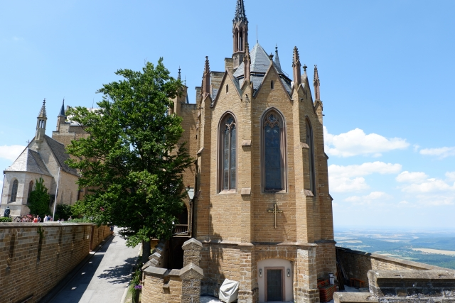 ホーエンツォレルン城はドイツ三大名城として有名!行き方や見どころは?