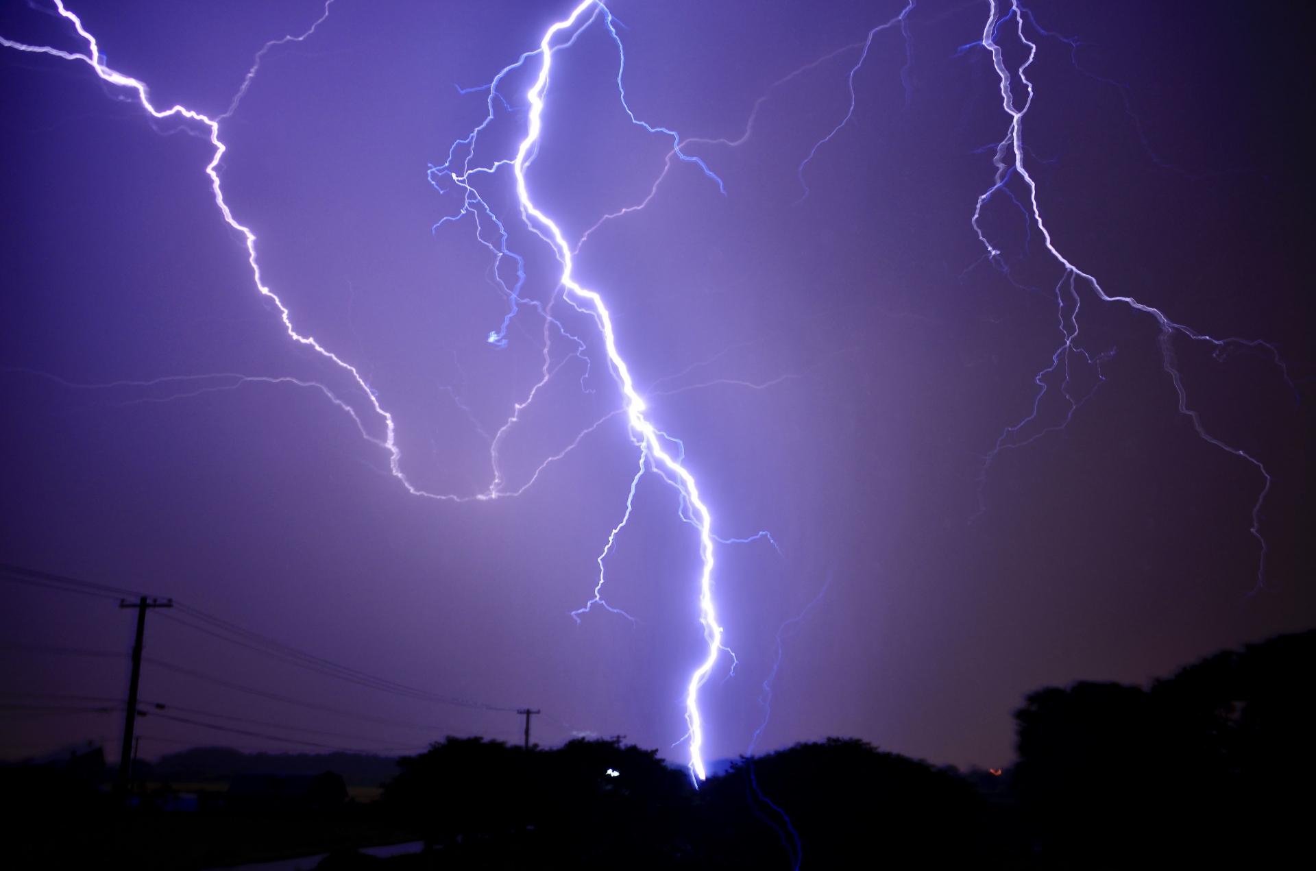 マラカイボ湖はベネズエラの人気観光スポット!雷多発地帯に走る無音の稲妻とは?