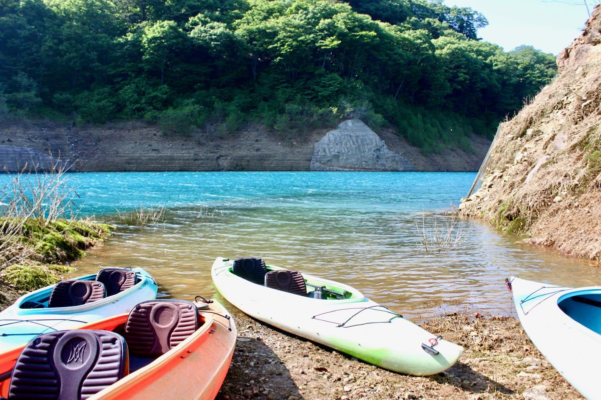 奥四万湖(群馬)でカヌー体験!絶景のキャンプ場など観光のポイントを紹介!