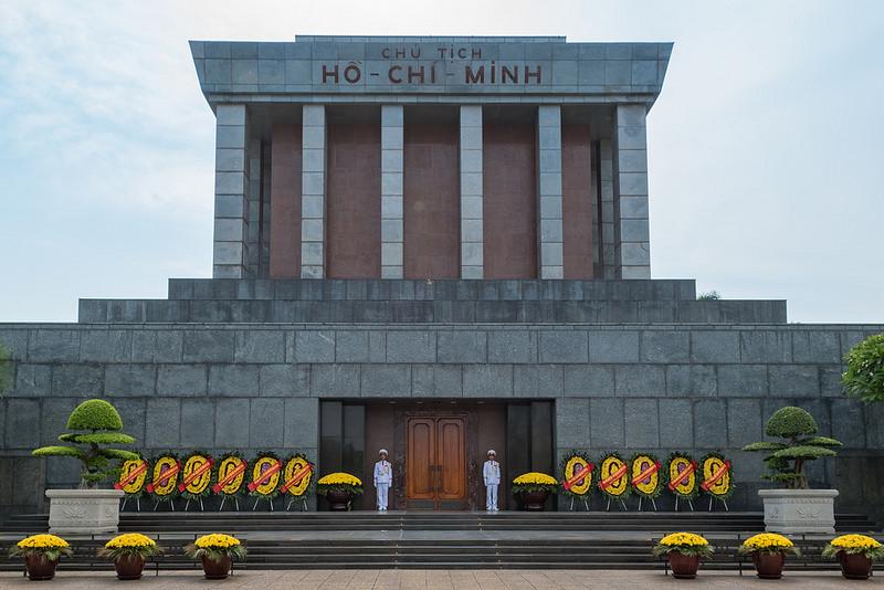 ホーチミン廟の営業時間やメンテナンス期間は?服装や入口についてもご紹介!