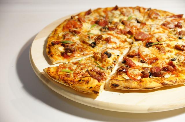梅田の美味しいピザ屋さん13選!安い料金で食べ放題できるおすすめ店も?