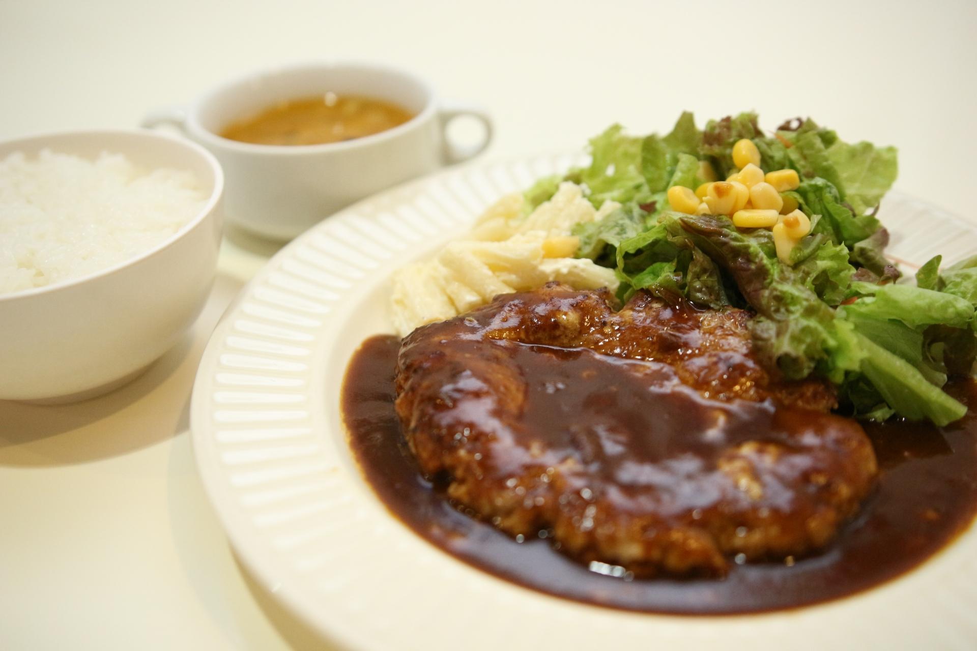 くいしんぼー山中で極上のステーキを味わおう!ランチや人気メニューは?