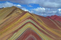 レインボーマウンテンはペルーの絶景スポット!標高5100mの秘境の魅力に迫る