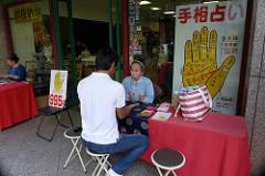 梅田で占いがよく当たる人気店13選!安い料金でみてもらえるおすすめ店も!