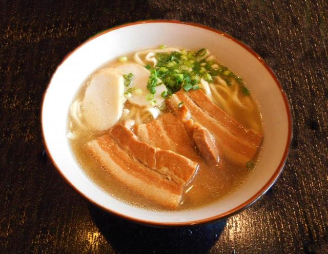 なかむらそばは沖縄そばの人気店!限定メニューやランチが美味しいと評判!