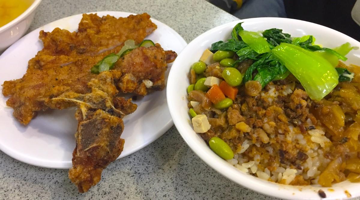 金園排骨のジューシーな排骨と魯肉飯が絶品!台北の人気店を紹介!