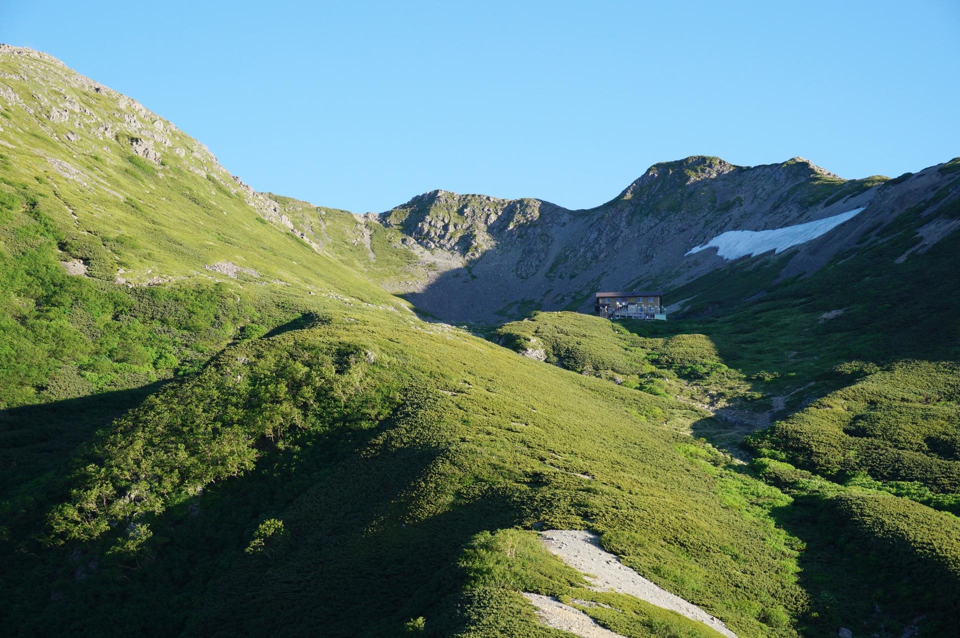 仙丈ヶ岳の日帰登山コースの難易度は?バスや車でのアクセスや山小屋の場所も紹介