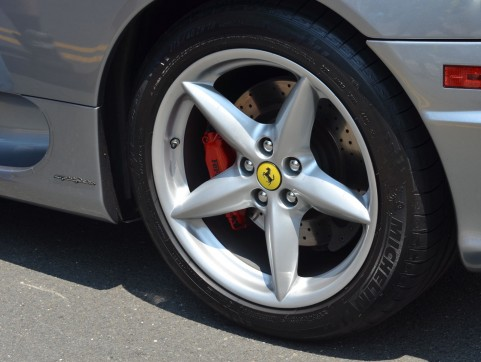 コストコでタイヤ購入・交換ができる!スタッドレスやホイールも安い価格?