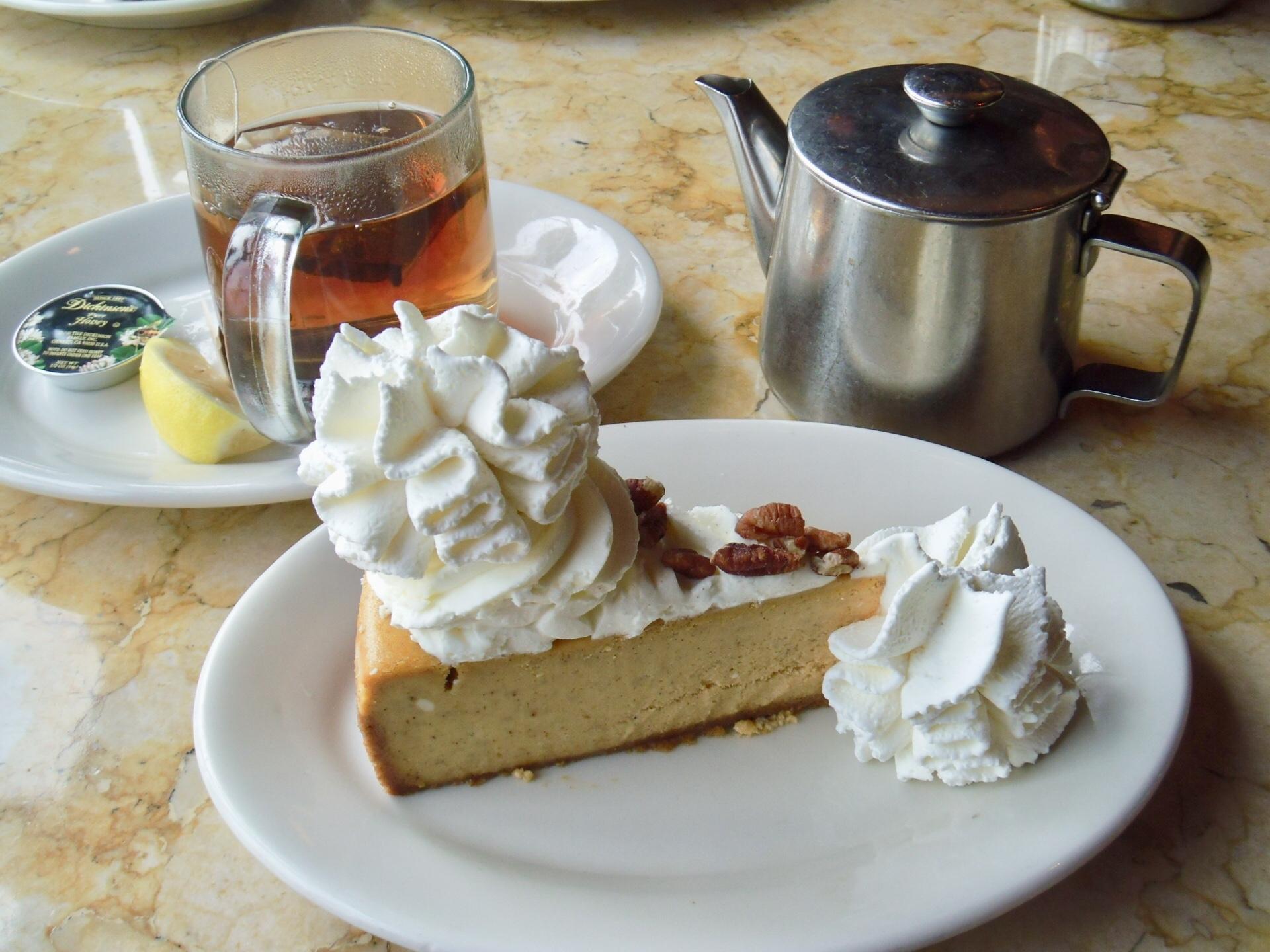 チーズケーキファクトリーはワイキキの人気レストラン!豊富なメニューが魅力!