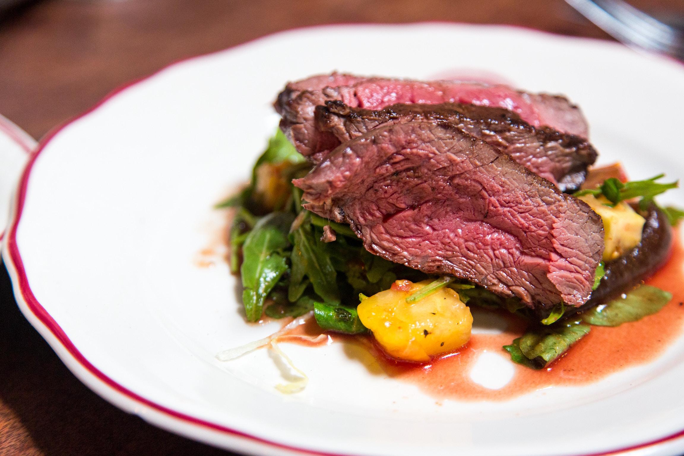 ステーキハウス「キッチンリボン」は芸能人ご用達の人気店!ランチコースも絶品