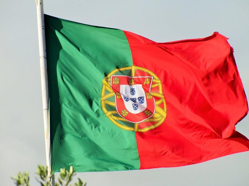 ポルトガル国旗の意味や由来・歴史を知ろう!色やデザインの特徴もご紹介!