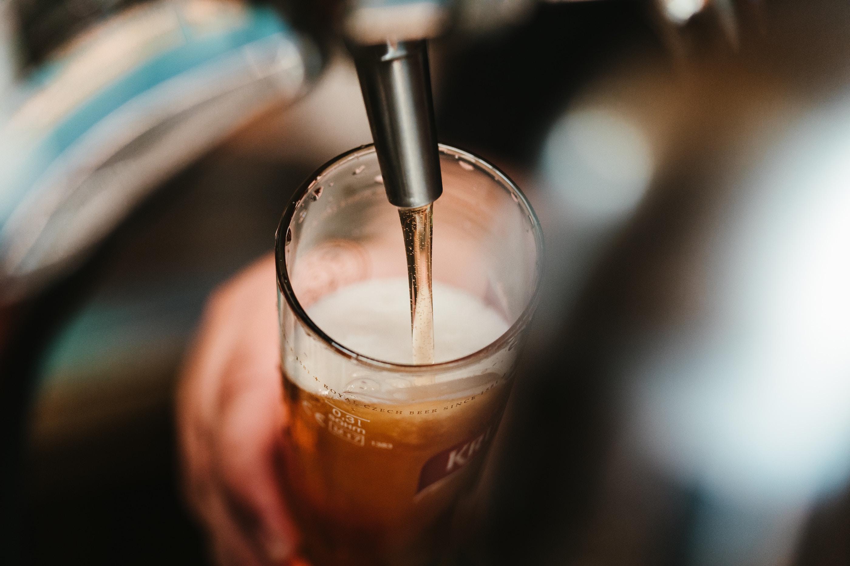 ビールスタンド重富で味わう究極の喉ごし!行列ができる人気店を徹底紹介