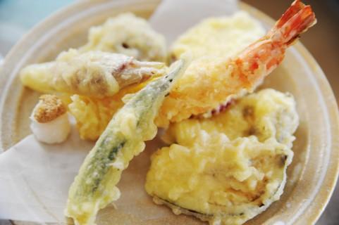 天丼まきののメニューはインパクト大!たっぷり乗った天ぷらが人気の秘密