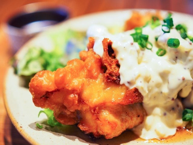 鳥玉はチキン料理が美味しい専門店!おすすめメニューや営業時間は?