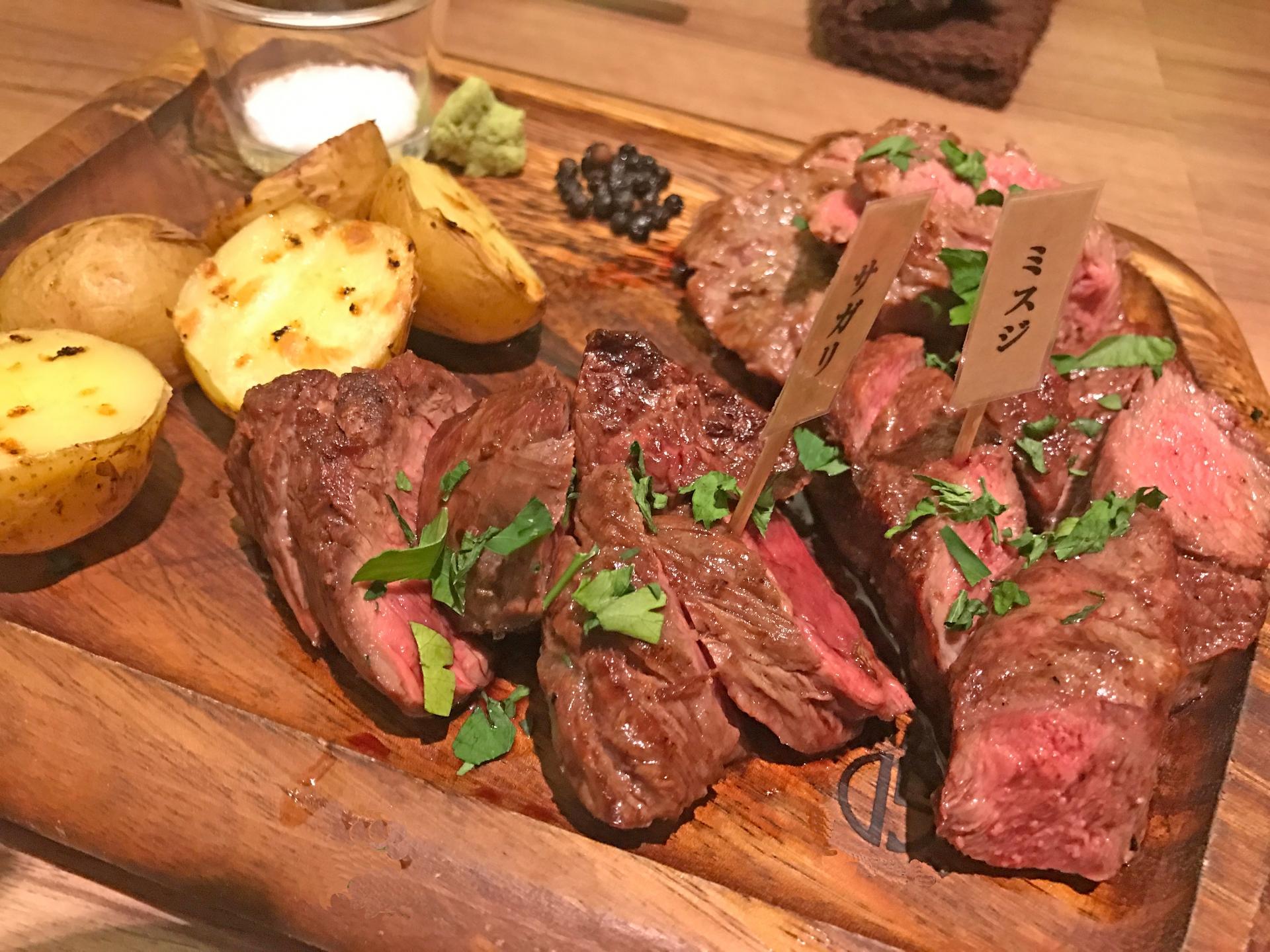 東京都内の肉バルおすすめ17選!熟成肉を食べられる人気店も紹介!