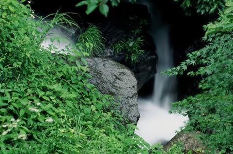 洒水の滝へのアクセス方法・駐車場は?ハイキングや絶品パンケーキを楽しもう!