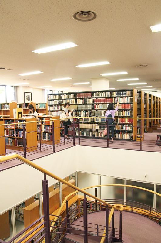 都立多摩図書館は何度でも訪れたい人気施設!アクセス・休館日は?