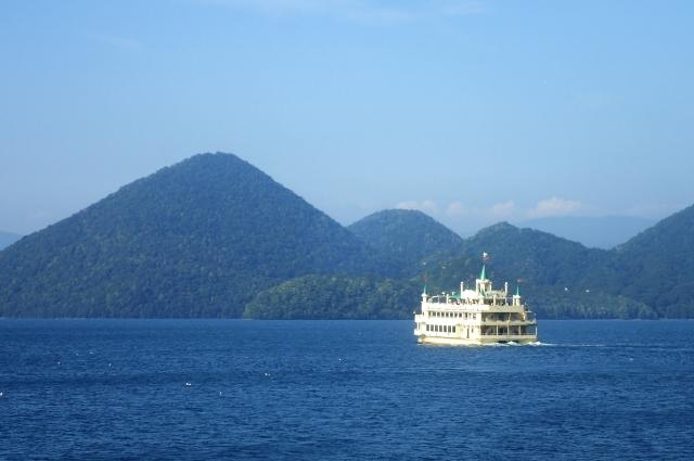洞爺湖で遊覧船に乗ってみよう!パワースポットの中島散策で森林浴も!