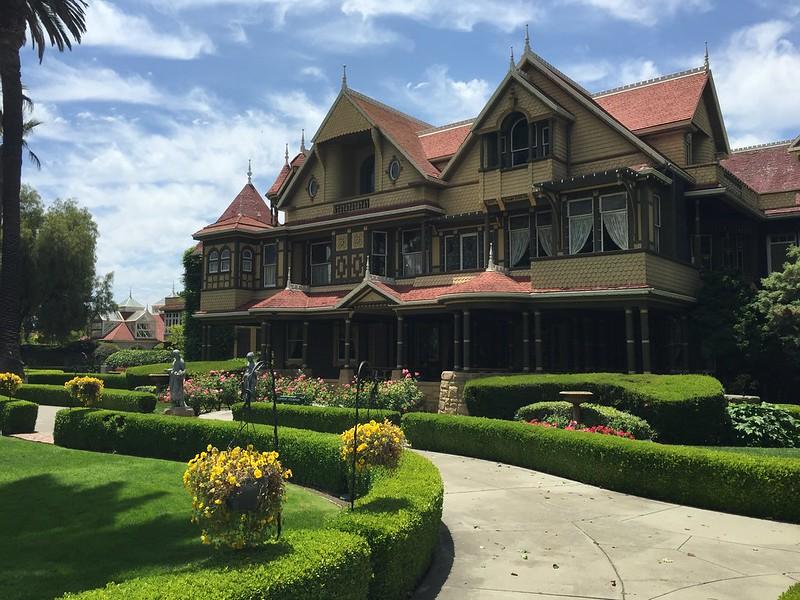 ウィンチェスターミステリーハウスはカリフォルニアにある幽霊屋敷!見どころは?