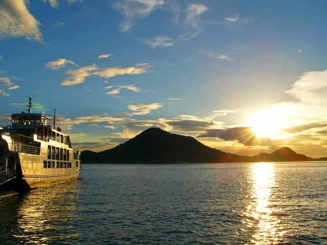 興居島は釣りや海水浴も楽しめるおすすめ観光スポット!フェリーでの行き方は?