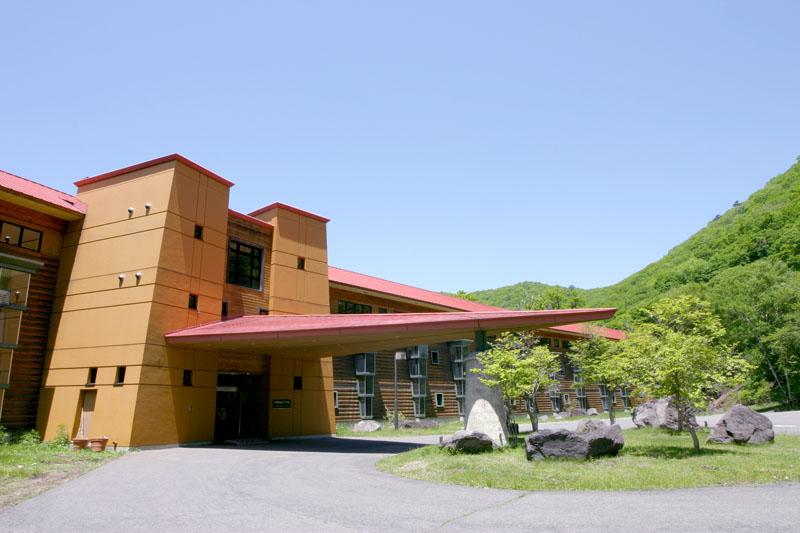 中禅寺金谷ホテルは自然を感じるウェルネスリゾート!人気客室や料理もご紹介!