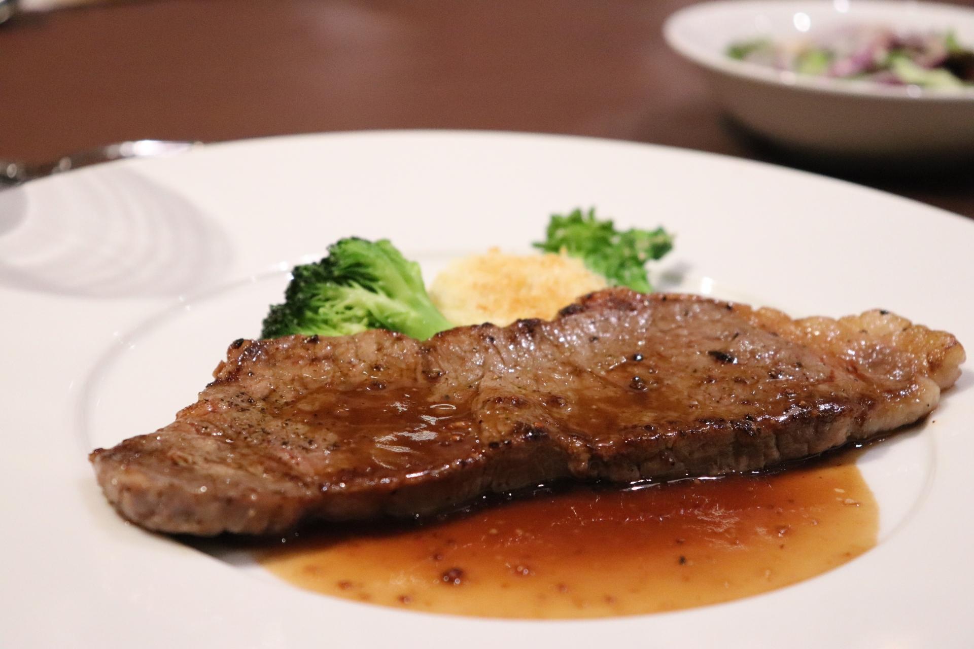 吉祥寺の葡萄屋はステーキの老舗!炭火焼きの美味しいお肉を堪能しよう!
