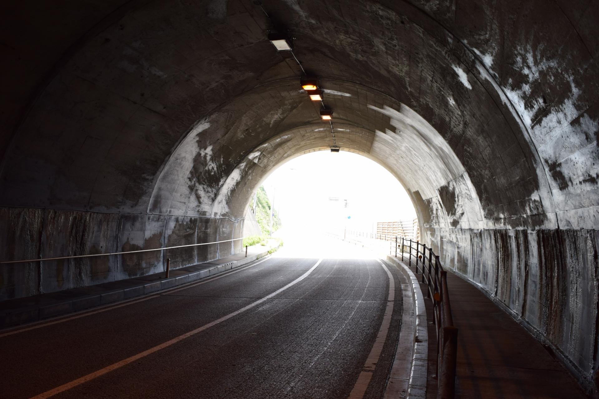 神奈川「小坪トンネル」は有名な心霊スポット!驚愕の体験談も!