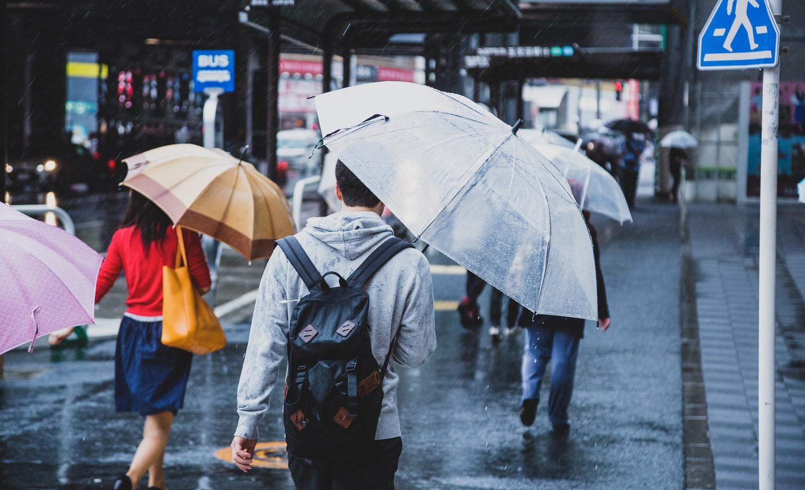 セブンイレブンの折りたたみ傘の品質・機能性は?デザインやカラーもご紹介!