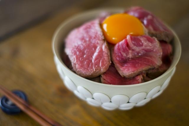 日本橋「肉友」は予約が取れない人気ビストロ!ランチ限定ローストビーフ丼も絶品