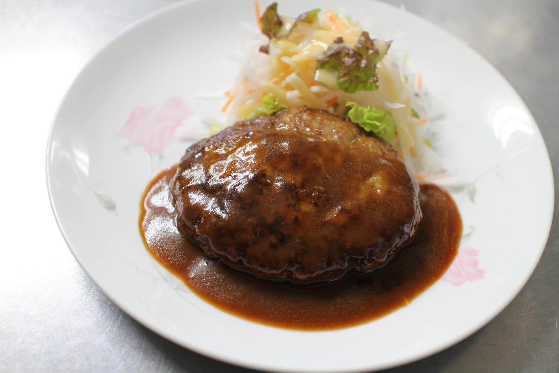 銀座の老舗「あづま」でおいしい洋食を!ランチにおすすめのメニューも紹介!