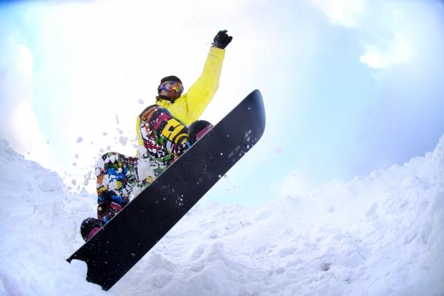 メンズに人気のスノーボードウェア21選!おすすめのブランドや選び方も解説!