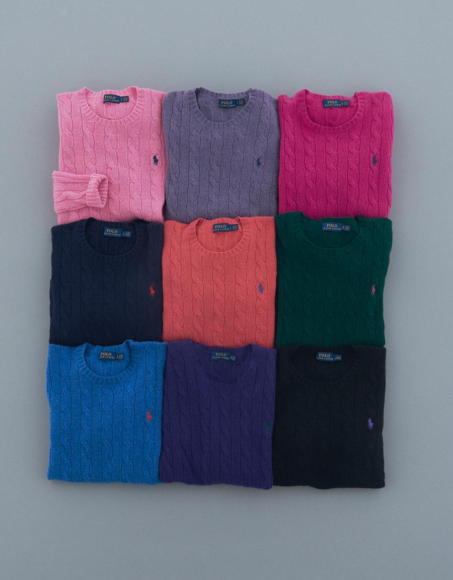 クルーネックセーターの心浮き立つカラーパレット