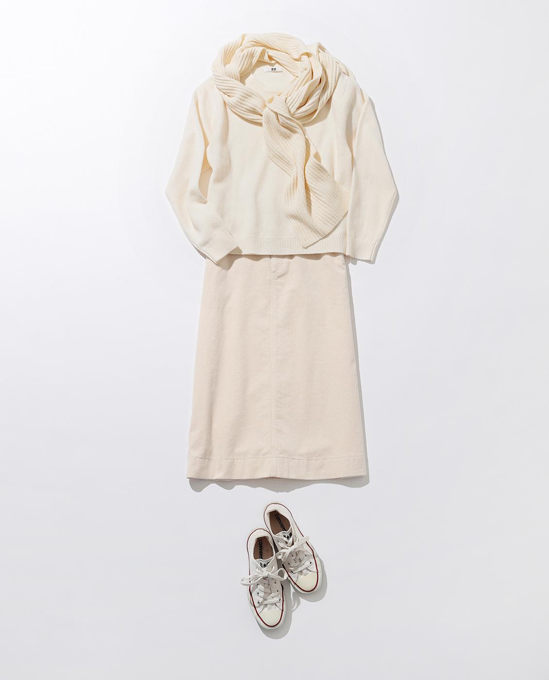ウールのニットにコーデュロイのスカート。冬のホワイトコーデは素材で遊ぶ!