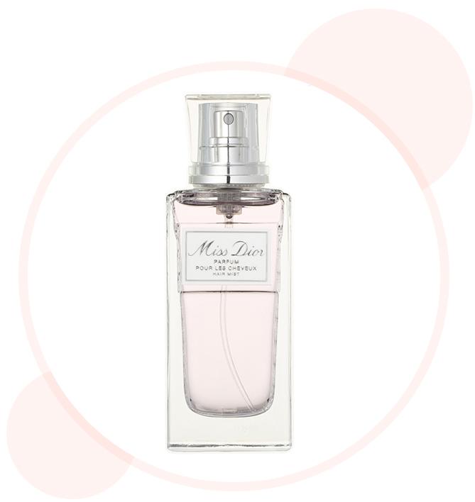 フレッシュな愛らしさに満ちたフローラル系の香り。ヘアケア効果も。ミス ディオールヘアミスト 30ml ¥4500/パルファン・クリスチャン・ディオール